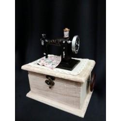 Carillon legno contenitore con macchina da cucire.Mis.15x10 H17