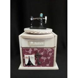 Carillon legno con macchina da cucire e cassetto portaoggetti.Mis.12x11 H18
