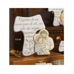 Tau in resina con piedistallo, frase e immagine Sacra Famiglia. Viene venduto completo di scatola pvc portaconfetti e scatola bo