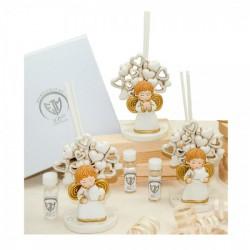 Profumatore in resina con angelo, dettagli oro. Viene venduto completo di scatola bomboniera e liquido profumato. Ass 3. CM 10