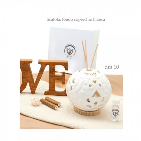 Profumatore ceramica traforata con scritte. Viene venduto completo di scatola bomboniera e liquido profumato. CM 10