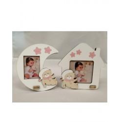 Portafoto in legno baby con dettagli rosa. Ass 2. CM 14 - Misure int: CM 6x8 e 9x9