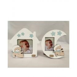 Portafoto in legno baby con dettagli azzurri. Ass 2. CM 14 - Misure int: CM 6x8 e 9x9