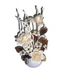 Fiore in legno di colore bianco con vaso