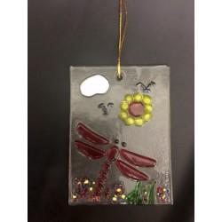 Quadretto vetro con libellula e fiori da appendere. CM 8X11