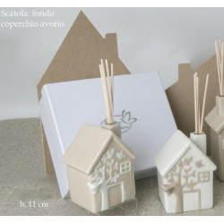 Profumatore forma casa in ceramica con scatola. Ass 2. H 11