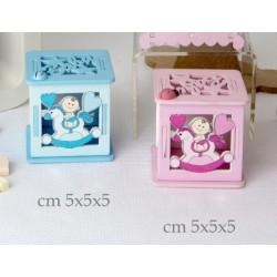 Scatola legno traforata con soggetti baby. CM 5x5x5