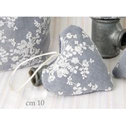 Cuscino forma cuore grigio con ricami. CM 10x10