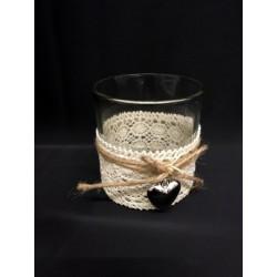 Bicchiere vetro con appliacazioni pizzo e cuori. Diam. 7.5 H 8