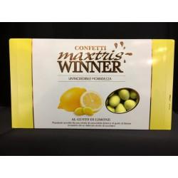 Mandorle avvolte da cioccolato bianco al gusto limone e da uno strato di zucchero. KG 1