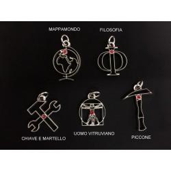 Ciondolo ottone bagno argento con strass rosso, soggetti a scelta. MADE IN ITALY