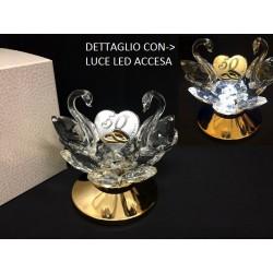 Coppia cigni cristallo con placca 50° su base metallo e luce LED con scatola. CM 9 H 9