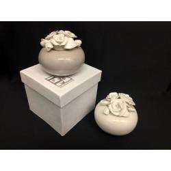 Profumatore ceramica con rose e scatola. Diam. 7 H 7