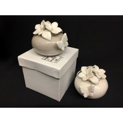 Profumatore ceramica con rose, farfalle e scatola. Diam. 7 H 7