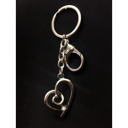 Portachiavi metallo cuore strass con moschettone. CM 11