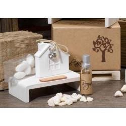 Casetta gesso profumatore con scatola, profumo e sassi decorativi. H 7