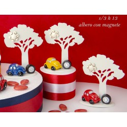 Albero resina con magnete e auto colorata. Ass 3. H 13