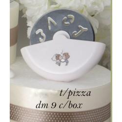 Taglia pizza con decoro sposi con scatola. Diam. 9