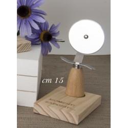 Tagliapizza metallo con manico su base legno con scatola. CM 15