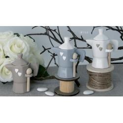 Zuccheriera forma caffettiera ceramica con cucchiaino legno. Ass 3. H 11.5