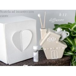 Profumatore ceramica forma casa con gattino e scatola. H 11 (16 tot) con profumo