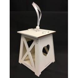 Lanterna legno bianca con traforo cuore e nastro. Base CM 8x8 H 10 (solo lanterna)