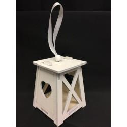 Lanterna legno bianca con traforo cuore e nastro. Base CM 6.5x6.5 H 7.5 (solo lanterna)