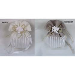 Sacchetto doppio tessuto, bicolor con fiocco juta e applicazione gesso albero. CM 13x12
