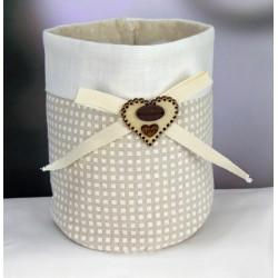 Saccotto confettata doppio tessuto scacco con applicazione fiocco e cuore legno. Diam. 9.5 H 14