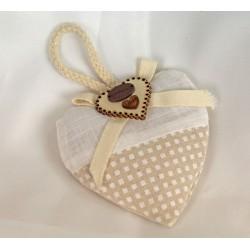 Cuore imbottito doppio tessuto con applicazione fiocco e cuore legno. Cuore CM 9x9