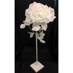 Rosa lattice da allestimento con gambo, foglie e piedistallo. Diam. Rosa CM 28 H 77