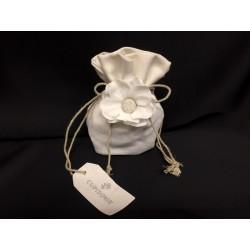 Sacchetto tessuto con applicazione fiore. CM 11x11