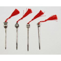 Tagliacarte metallo con soggetti laurea e nappa. Ass 4. CM 12