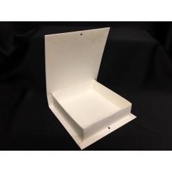 Scatola forma libro in cartoncino. Parte contenitiva CM 15x15 H 4