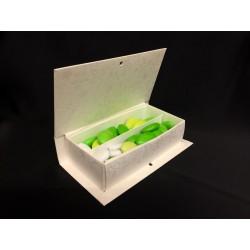 Scatola forma libro in cartoncino con divisorio per degustazione. Parte contenitiva CM 14.7x7.5 H 3.7