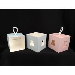 Scatola cubo cartoncino con traforo orsetto. CM 8.5x8.5 H 8