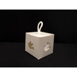 Scatola cubo cartoncino con traforo colomba. CM 5x5 H 5