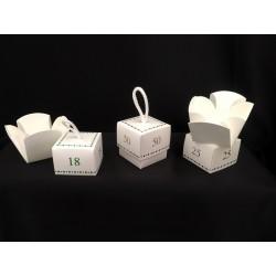 Scatola cubo cartoncino con apertura a fiore. CM 5x5 H 5