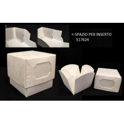 Scatola cartoncino con apertura a fiore e spazio per inserto. CM 5x5 H 5