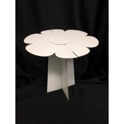 Tavolino in cartoncino forma fiore. H 30 Diam. 30
