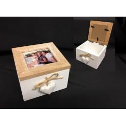 Scatola legno apribile con portafoto, applicazione cuori e corda. CM 10x10 H 7