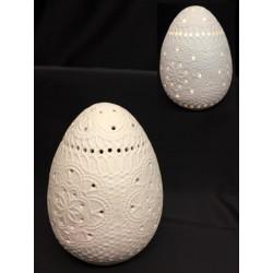 Uovo in porcellana opaca traforata con luce LED. H 15 (BATTERIE INCLUSE)
