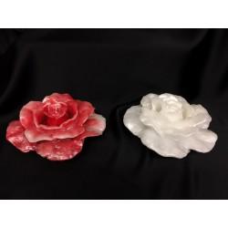 Candela profumata forma rosa con bocciolo interno e colore perlato. Diam. 20 H 8