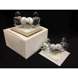 Coppia cigni cristallo con base vetro glitter, placca argento e scatola. Base CM 7x7 H 5.5
