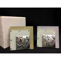 Quadretto vetro glitter con placca argento 25° o 50° con scatola. CM 6x6 MADE IN ITALY