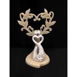 Coppia sposi stilizzati in resina con albero forma cuore glitter. H 12