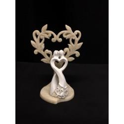 Coppia sposi stilizzati in resina con albero forma cuore glitter. H 7