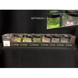 Set 7 barattolini vetro con gocce di cera. Ass 7 colori e profumazioni. H 5