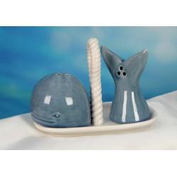 Sale e pepe ceramica forma balena con piattino e scatola. CM 12x6.5 H 9