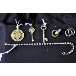 Ciondolo orologio dorato con strass (1)